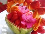 Bếp Eva - Tỉa giỏ hoa quả đẹp lung linh từ dưa hấu dịp 20-11