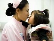 Tin trong nước - Cuộc sống 'hai mặt' của nữ y tá kiêm người mẫu 9X gây 'sốt'