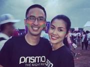 Làng sao - Hà Tăng được chồng chăm sóc chu đáo trong sự kiện