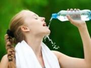 Sức khỏe - Thói quen uống nước gây hại sức khỏe