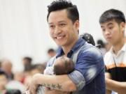 Làng sao - Tuấn Hưng cùng vợ làm đầy tháng cho con trai Su Hào