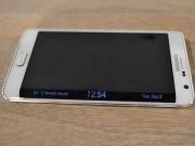 Eva Sành điệu - Samsung Galaxy Note Edge có gì hơn iPhone 6 Plus?