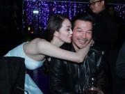 Làng sao - Trần Bảo Sơn cười hạnh phúc khi được Khánh My hôn