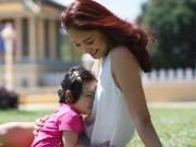 """Làng sao - HH Hương Giang hạnh phúc khi con gái nói """"yêu"""""""