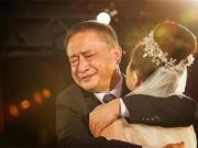 Nuôi con - Xúc động chùm ảnh người bố khóc trong ngày cưới con gái