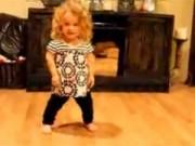 Clip Eva - Bé dị tật nhảy múa điêu luyện theo nhạc Taylor Swiff