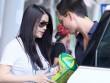 Làng sao - Trương Ngọc Ánh mua búp bê về tặng con gái