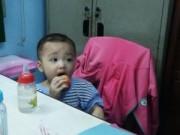 Pháp luật - Bé trai 2 tuổi bị bỏ rơi trên taxi giữa khuya