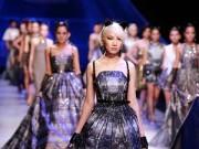 Trên sàn Catwalk - Hoàng Hải thăng hoa với chất liệu xuyên thấu, Chung Thanh Phong đầy sức sống