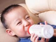 """1-3 tuổi - Ở """"Tây"""" vẫn nhờ gửi sữa nội sang cho con uống"""