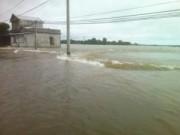 Tin tức - Huế: Nước dâng cao, 2 học sinh trượt chân chết đuối