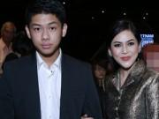 Người nổi tiếng - Em chồng Hà Tăng tháp tùng mẹ đi sự kiện