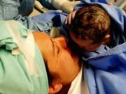 Bà bầu - Những hình ảnh lay động trái tim từ phòng sinh nở