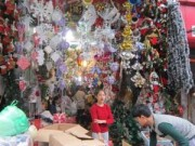 Mua sắm - Giá cả - Thị trường Noel 2014: Giá tăng vọt, khách đua nhau mua sớm