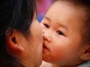 Làm mẹ - 6 đối tượng mẹ TUYỆT ĐỐI không cho hôn con mình