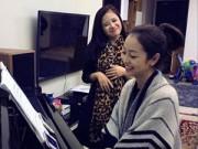 """Làng sao - Jennifer Phạm """"khoe"""" tài lẻ chơi đàn"""