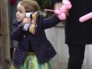 Làng sao - Nhóc Harper diện váy công chúa đáng yêu bên bố