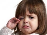 Clip Eva - Bé gái khóc khi xem lại video đám cưới của bố mẹ
