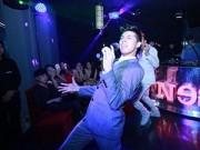 """Hậu trường - Noo Phước Thịnh """"hút hồn"""" fan nữ tại Hà Nội"""
