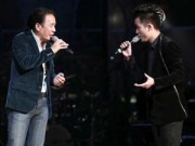 """Làng sao - Tùng Dương """"mất điện"""" khi đứng cạnh bố trên sân khấu"""