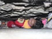 Tin tức - TQ: Giải cứu bé gái 4 tuổi mắc kẹt trong tường