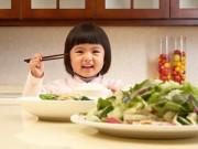 Làm mẹ - Điểm danh các lỗi sai của mẹ khi cho trẻ ăn rau