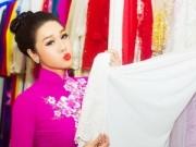 """Làng sao - Nhật Kim Anh """"lẻ bóng"""" đi thử trang phục cưới"""