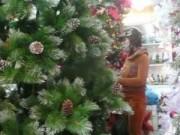 Tin tức - Tấp nập mua sắm đồ trang trí Noel