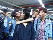 Hậu trường - Thí sinh Next Top bụi bặm tại xưởng quần jeans