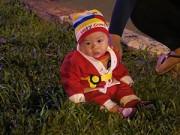 Ngày mới - Ngắm những ông già Noel nhí siêu đáng yêu trên phố