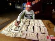 Tin tức - TQ: Ăn 160 quả trứng trong vòng 37 phút để mừng Noel