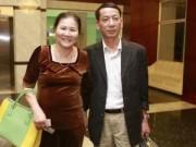 Làng sao - Mẹ và bố dượng Công Vinh tới lo đám cưới cho con trai