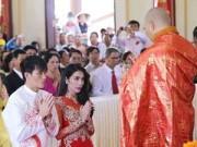 Làng sao - Lý do Thủy Tiên làm đám cưới ở chùa và mở tiệc chay