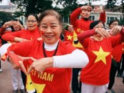 """Tin tức - Hàng trăm người mặc áo cờ Tổ quốc""""chào"""" năm mới 2015"""