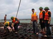 Tin tức - Quảng Ninh: Vá đê bị nước khoét sâu chạy đua bão số 4