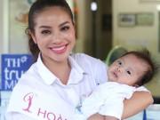Làng sao - HH Phạm Hương giản dị đi từ thiện sau đăng quang