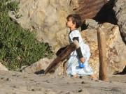 Làng sao - Nhóc Flynn bất ngờ diện váy công chúa đáng yêu