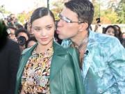 Làng sao - Miranda Kerr bất ngờ bị sàm sỡ tại show thời trang Paris