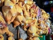 """Tin tức - Người tiêu dùng """"tẩy chay"""" gà màu vàng vì sợ có chất cấm"""