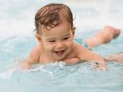 Làm mẹ - Lợi đủ đường khi dạy bé tập bơi từ nhỏ