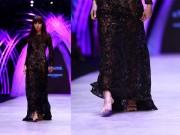 Thời trang - Minh Tú kể chuyện catwalk rơi giày tại Tuần thời trang