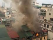 Tin tức - Hà Nội: Sau tiếng nổ lớn, khu tập thể cháy ngùn ngụt