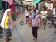 Clip Eva - Không nhịn được cười với bé gái chơi trò nhảy dây