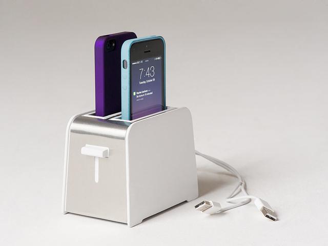 Sạc iPhone, iPad như nướng bánh sandwich