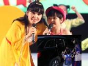 Làng sao - Trang Nhung tháp tùng con gái đi diễn bằng xế sang