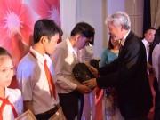 Ajinomoto trao học bổng cho học sinh nghèo vượt khó