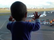 Tin tức - Bé 10 tháng tuổi thành biểu tượng đau buồn của tai nạn máy bay Nga