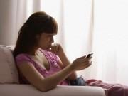 """Lạ kỳ chuyện """"bồ"""" nhắn tin cấm chồng ngủ với... vợ"""