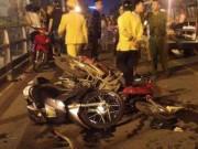 Hà Nội: Taxi đâm liên hoàn hàng loạt xe máy, nhiều người bị thương