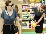 Thu Thủy khoe eo thon đi mua đồ chơi cho con trai